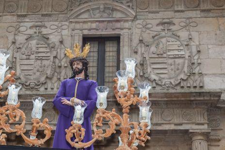 Nuestro Padre Jesus de la Sentencia a la Salida del Edificio Historico de la Universidad de Oviedo.