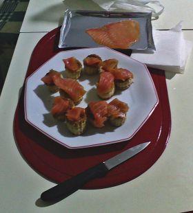 montaditos de salmon