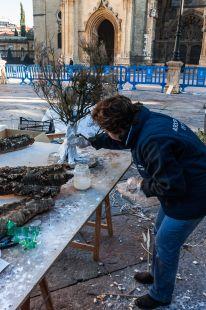 Trabajos de montaje del Belen 2013 de la Plaza de la Catedral de Oviedo