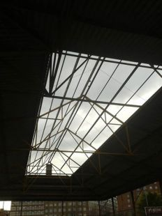 Aspecto de la cubierta de la Pista de Fútbol Sala en El  Lauredal