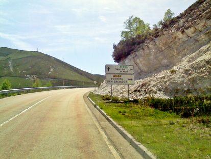 por la carretera